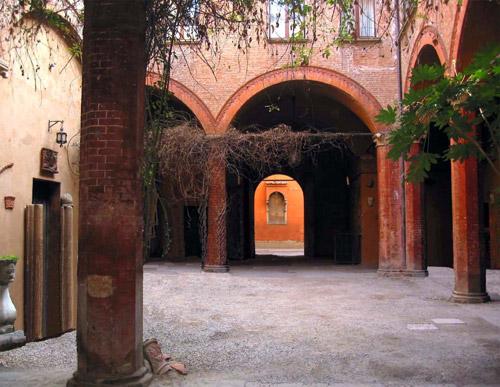 Appartamenti arredati via cesare battisti 23 bologna - Locazione foresteria ...